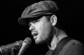 Ash Grunwald Live At DalrympleHotel